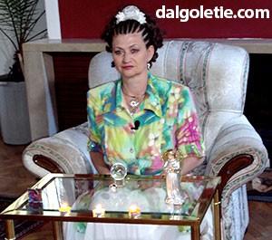 Евелина Лютова в офиса на Иван и Андрей